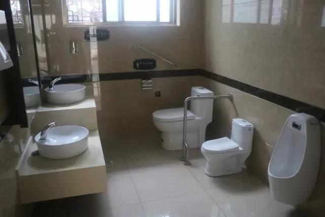 新华社点赞常山:补齐公厕环境短板