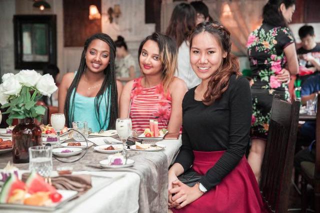有食候进行老外机带美食穿越中国品美酒赏美旅游地网络时光的v老外利用开启图片