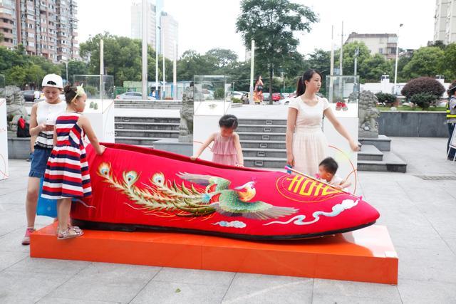 中华鞋文化巡展惊艳南塘风貌街