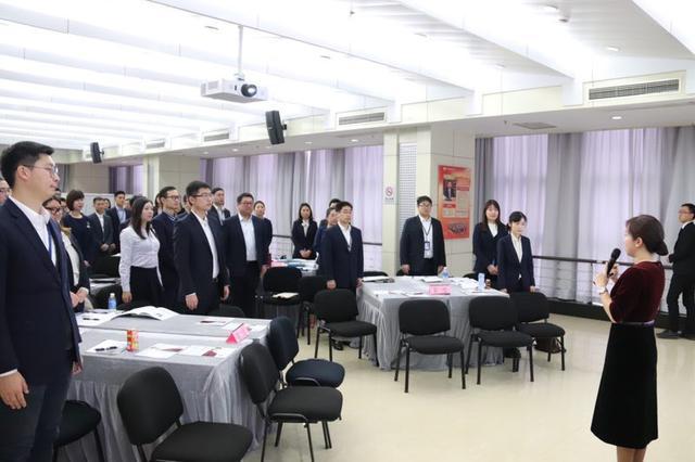 恒丰银行开展银行从业人员服务礼仪水平提升培训