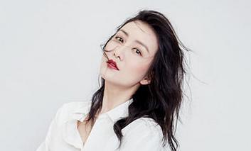 王鸥红唇百媚生 天鹅颈线条优雅迷人