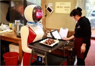 金华一餐厅现呆萌机器人服务员