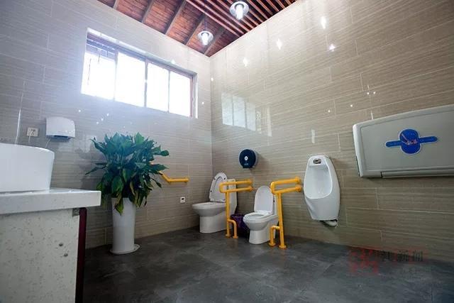 """常山的""""厕所长""""们周末议事:小康路上一厕也不能少"""