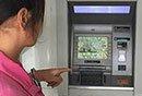 """>""""女子砸22台ATM机"""