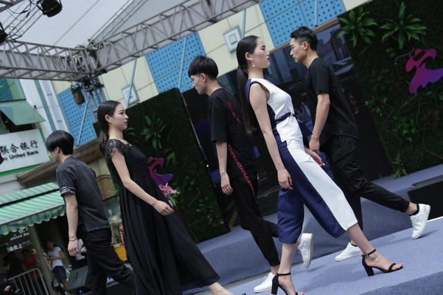 传统服装批发市场打开新局面 四季青摩街app上线
