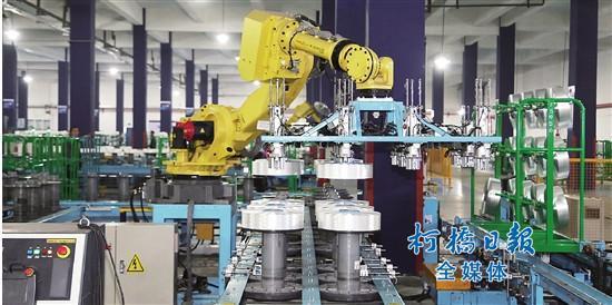 """机器人在柯桥 """"机器换人""""时代智造未来"""