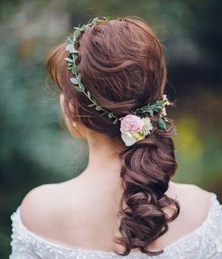 美翻天 室外森系婚礼新娘造型你喜欢哪一款