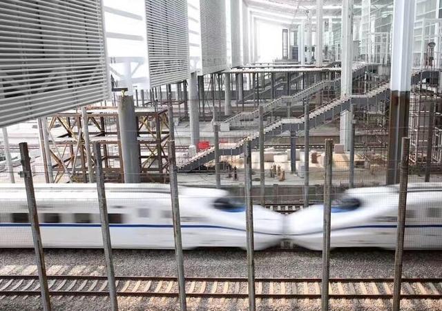 杭州火车南站西广场亮灯了 最快10月投入使用