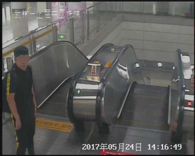 三元党潜伏到了地铁站 还是加微信支付宝的套路