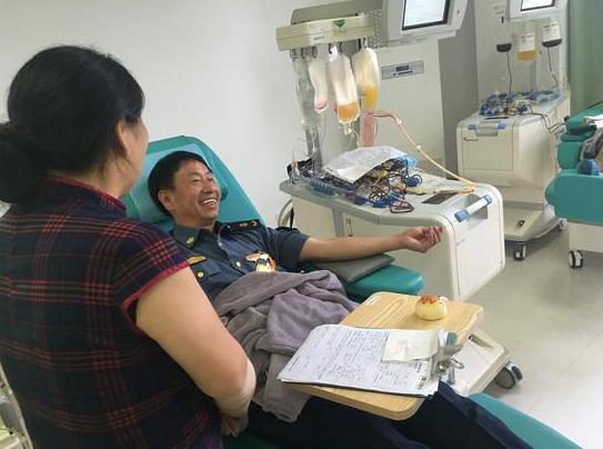 """善良真的会""""遗传"""" 新昌这一家人多年献血90余次"""