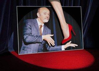 女人们疯狂的红底鞋开酒店了