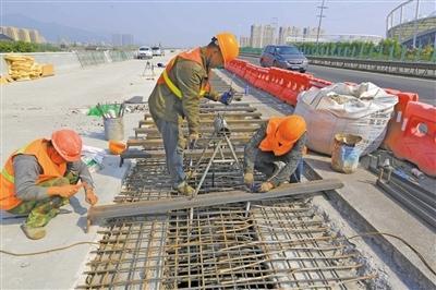 温州8车道高速明年底通车 乐清高架桥启动拼接