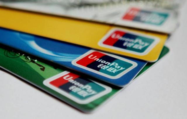 夫妻捡到一张自带密码的银行卡 结果悲剧了