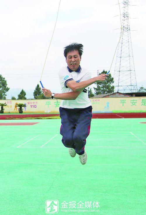 """金华""""跳绳王"""" 39岁学跳绳 51岁成全国冠军"""