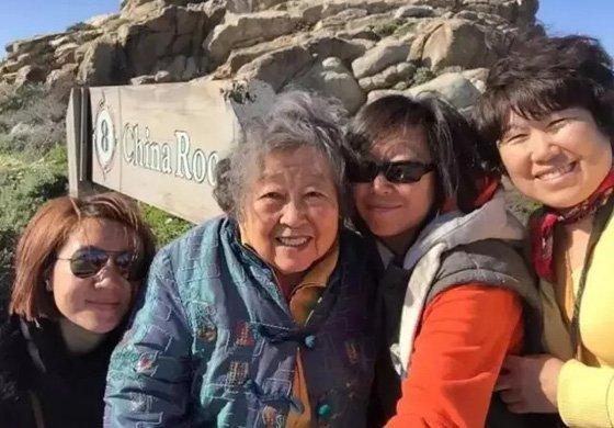 """感动到cry!2个女儿带""""阿尔茨海默症""""母亲旅行"""