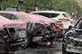 司机凌晨在车上睡觉被叫醒 下一秒汽车起火烧成空架