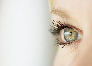 眼部皮肤干燥长皱纹了该怎么改善?