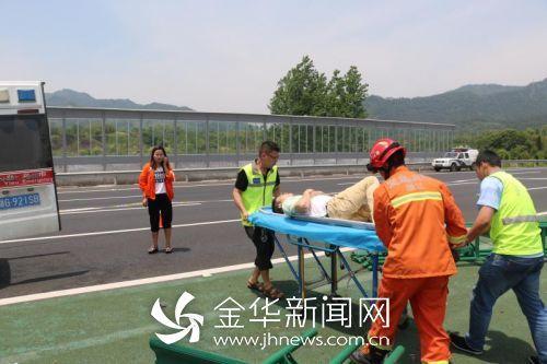 金华发生车祸导致一死二伤 疑似疲劳驾驶
