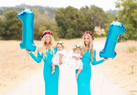 美国两姐妹女儿同日出生 共庆一周岁