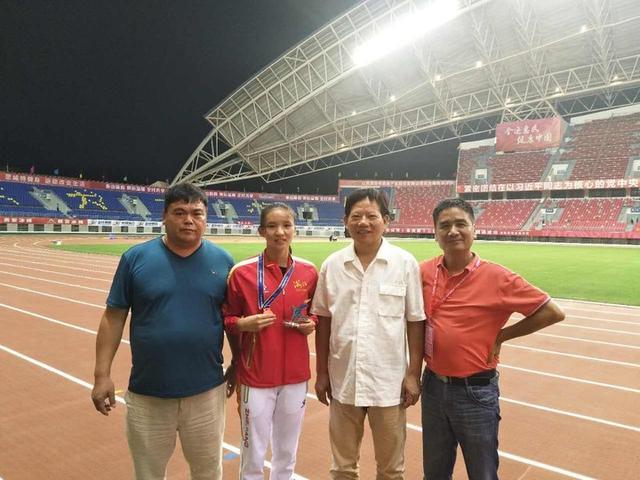 破全国纪录!金华小将4×100米夺冠拿下个人第二金