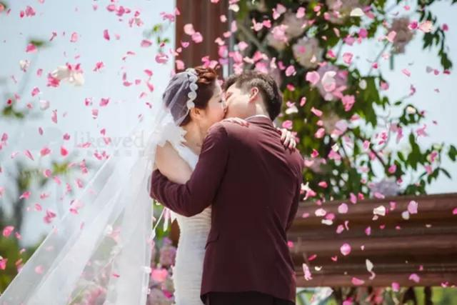 万事俱备的新娘 别让你的完美婚礼毁在仪态上