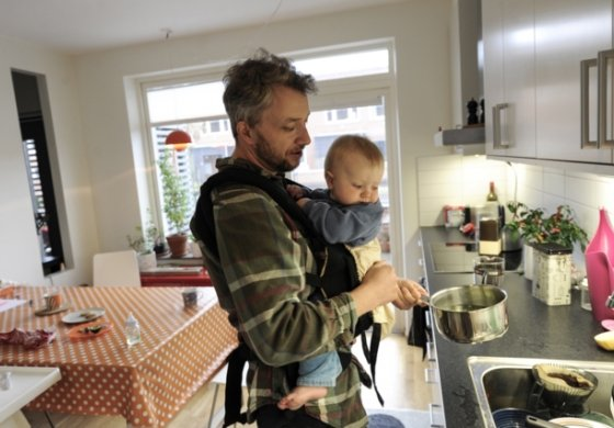 有爱!瑞典奶爸带娃宠溺瞬间 完爆贝克汉姆