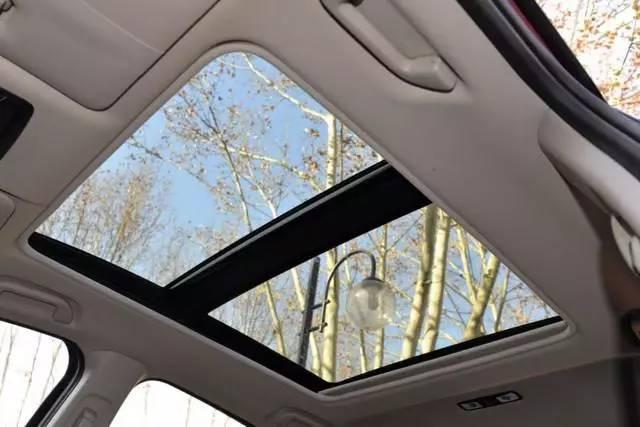 买车带天窗多花一万块 这个天窗到底该不该要?