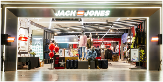 JACK&JONES嘉里中心概念店闪耀揭幕 艺术展迎新春