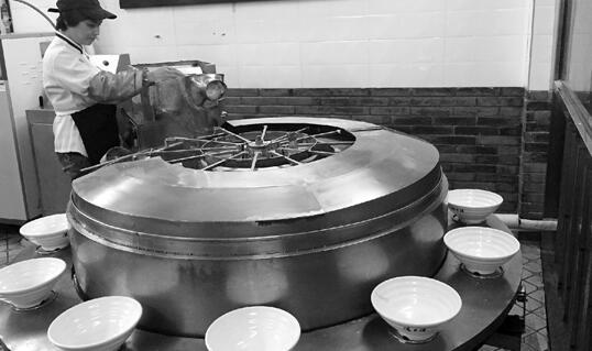 金华面馆老板发明的削面机 3分半可制作12碗面