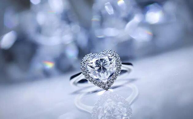 个性的求婚戒指款式 助你求婚一臂之力