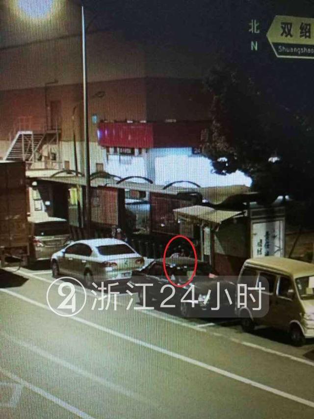 杭州一女子撬三辆车反光镜:我只是想照个镜子