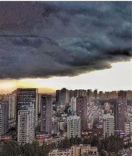 乌云压城刷爆朋友圈 明起杭州转为晴热天气