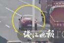 """>小车高速公路上抛锚</""""width="""