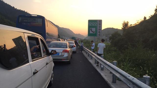 堵堵堵!长假首日浙江高速上车流量超168万辆