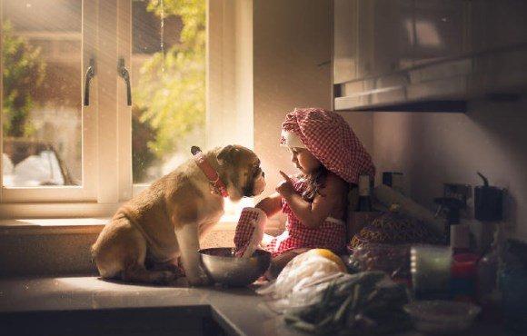 感动!摄影师镜头下的女儿和狗狗