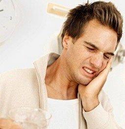 男子因牙痛丢性命 牙齿不齐危及健康