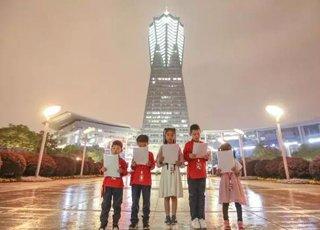 世界读书日:QQ小主播杭州闹市区快闪阅读惹围观
