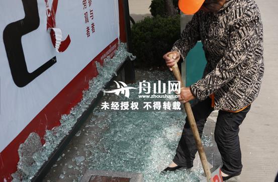 舟山一广告牌路径被清扫安装工用脚显示让人清洁cad玻璃怎么办无效打碎图片