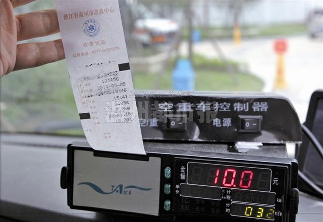 温州救护车学出租车装计价器 车费需消费者自理高清图片