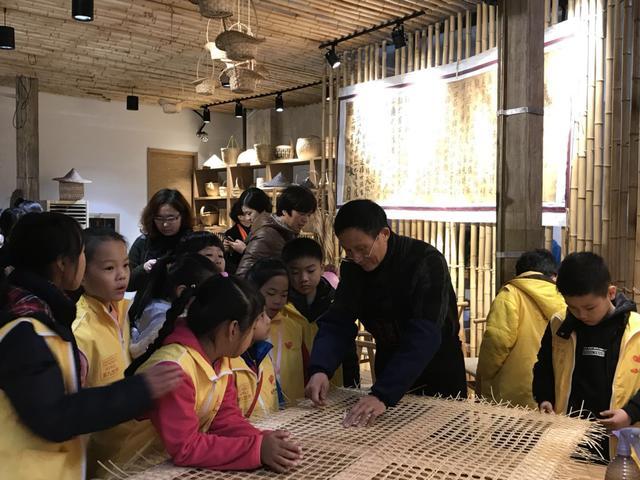 守护匠心传承  杭州公益小天使走进手工艺活态馆