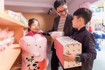 杭城春季新撒欢地儿:小猪佩奇首展霸屏城西银泰城