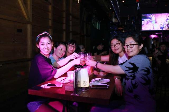 """杭城超火热的啤酒美食节 感受按""""米""""计量的饮食文化"""