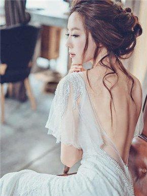 20款打造纤细手臂的时尚婚纱