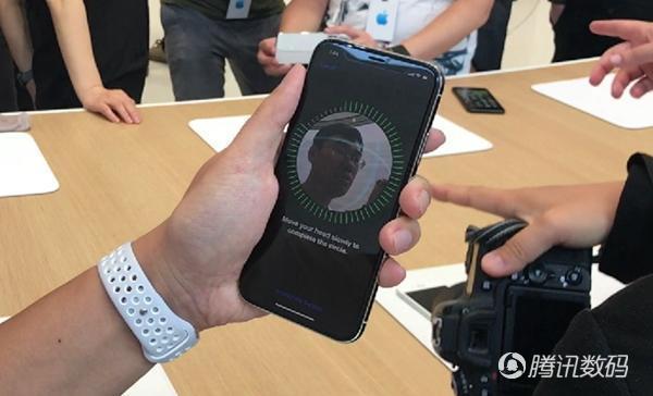 评iPhone X:大爱Face ID和人像光效