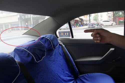 乘客打的落下背包 的哥打开一看:满满一袋百元大钞