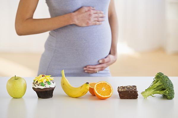 除了生肉生鸡蛋 孕妇还需谨慎食用哈密瓜和果汁