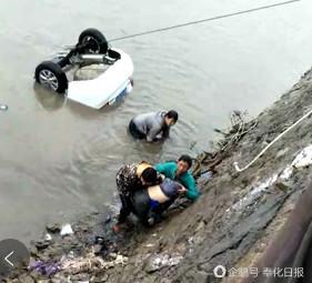 宁波一轿车不慎落海 百人合力营救被困孩子