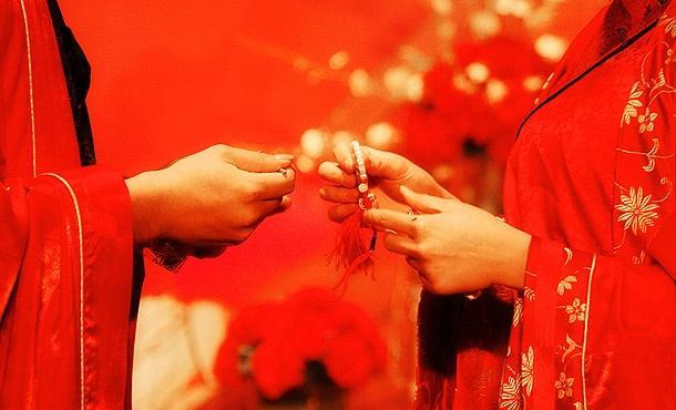创客club 原创视频  提起中式婚礼,马上想到,敲锣打鼓抬着大红花轿去图片