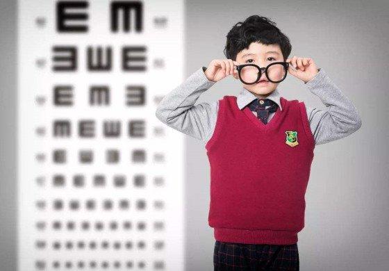 小学低年级家长担心孩子视力变差