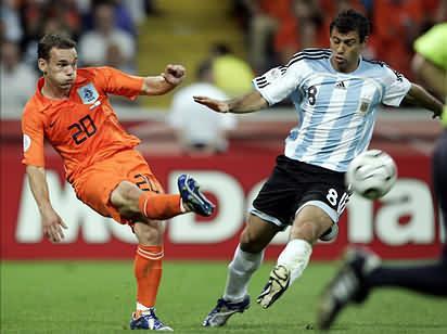 世界杯荷兰对阿根廷_【半决赛前瞻】荷兰VS阿根廷40年满载橙军血